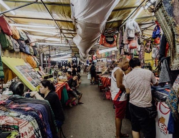 Silom night market