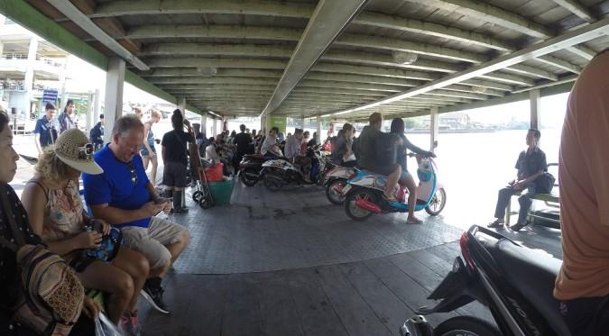 Tajland putopis: Maeklong railway market i Bayoike tower